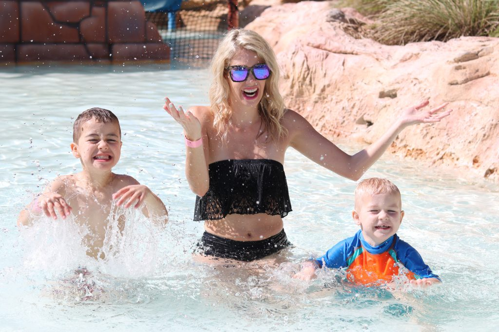 What to Pack for Atlantis, Bahamas for adults and kids - travel tips and packing list
